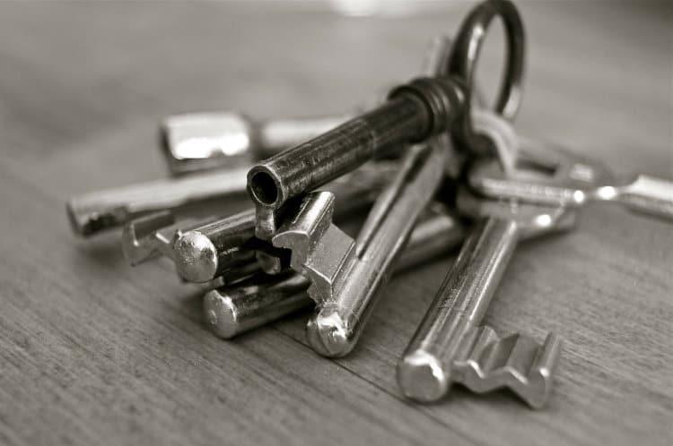 zestaw kluczy do domu